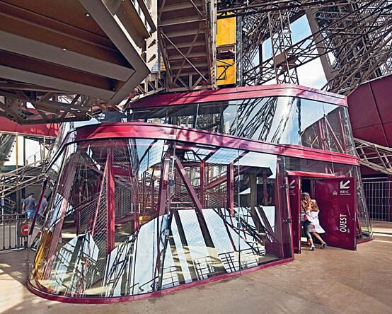 Parigi i nuovi padiglioni obliqui della tour eiffel - Costo ascensore interno 1 piano ...
