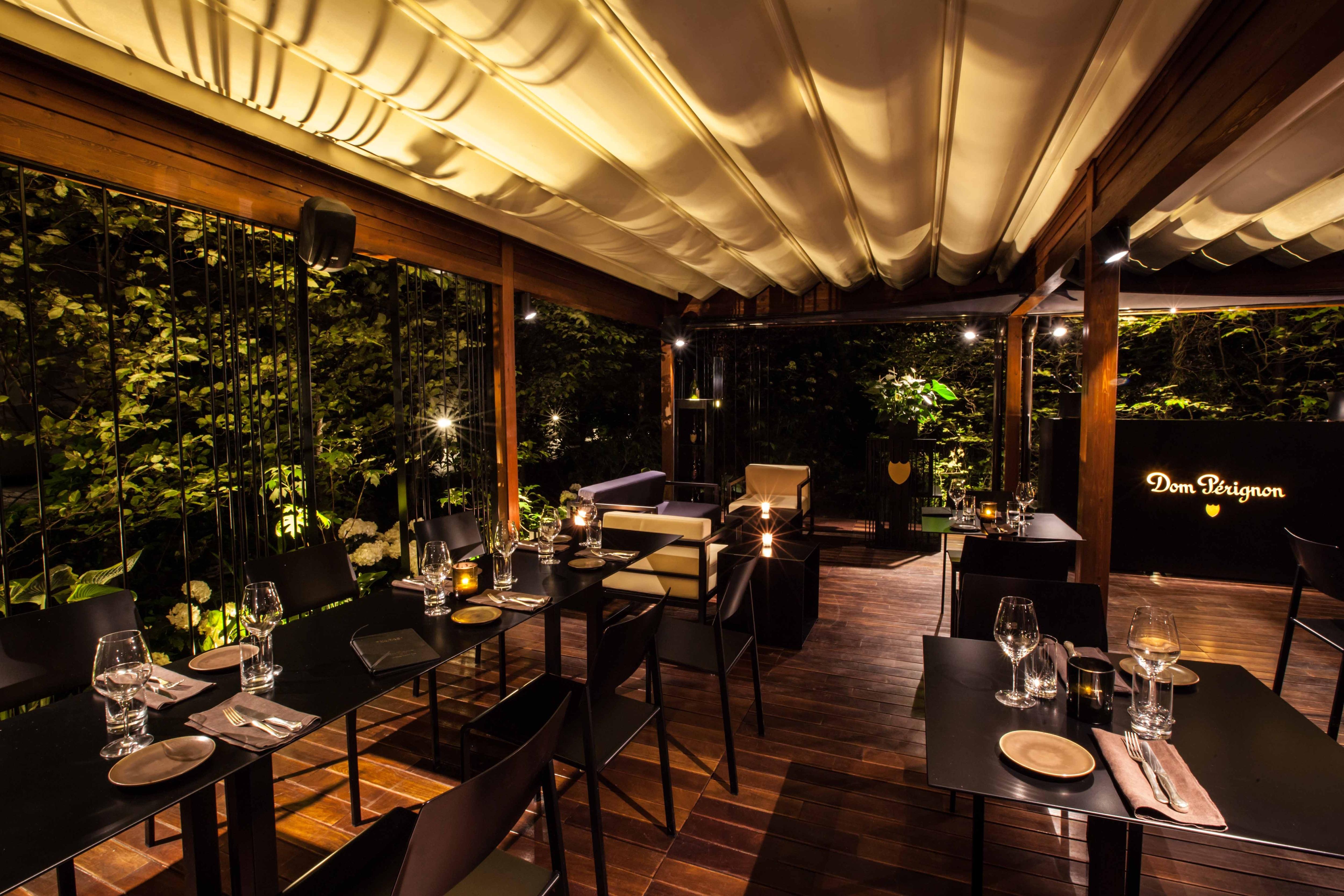 Dom Pérignon Lounge & Raw Bar nel giardino dell'Hotel ...