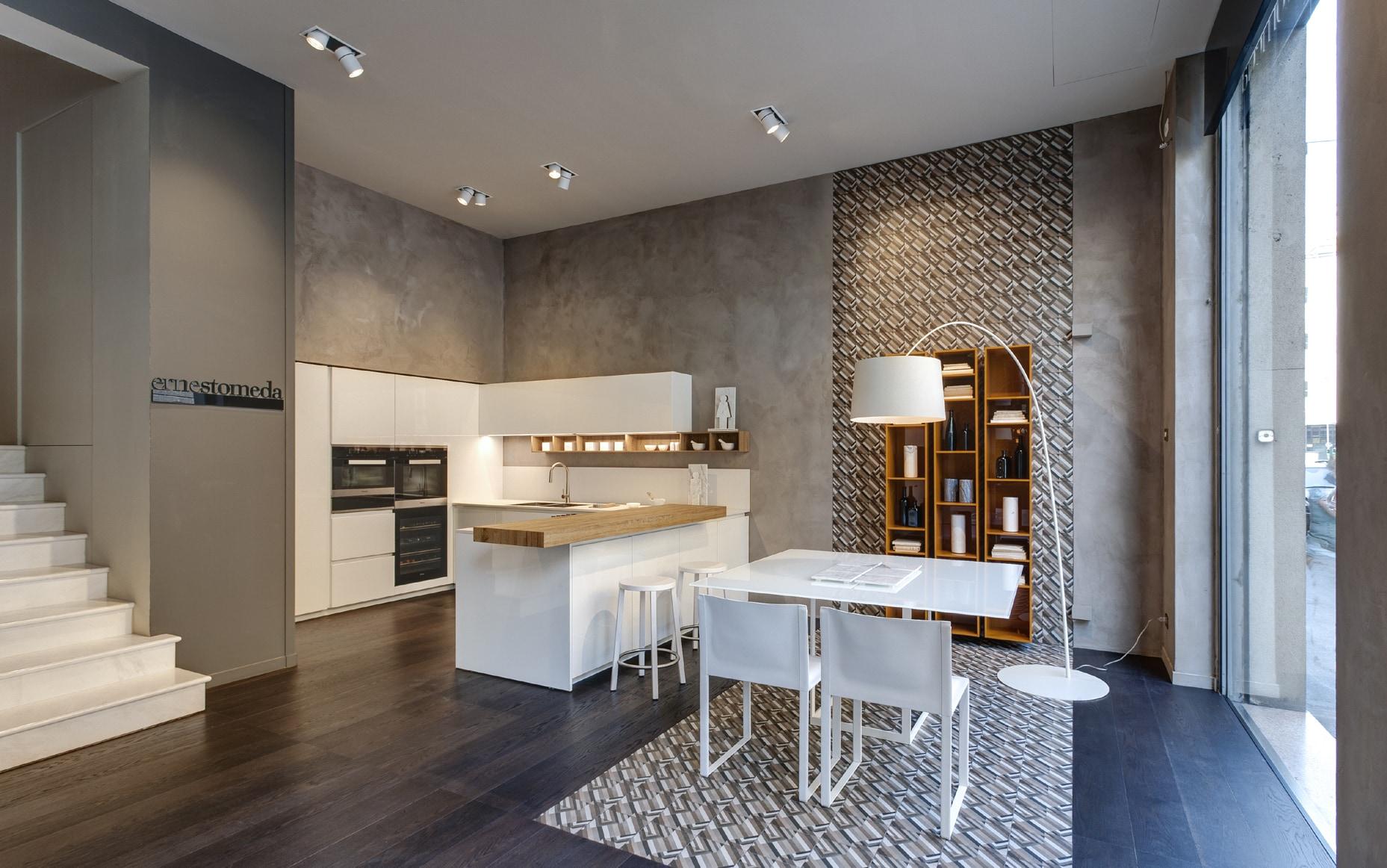 Il nuovo spazio ernestomeda a milano interni magazine for Domo arredamenti