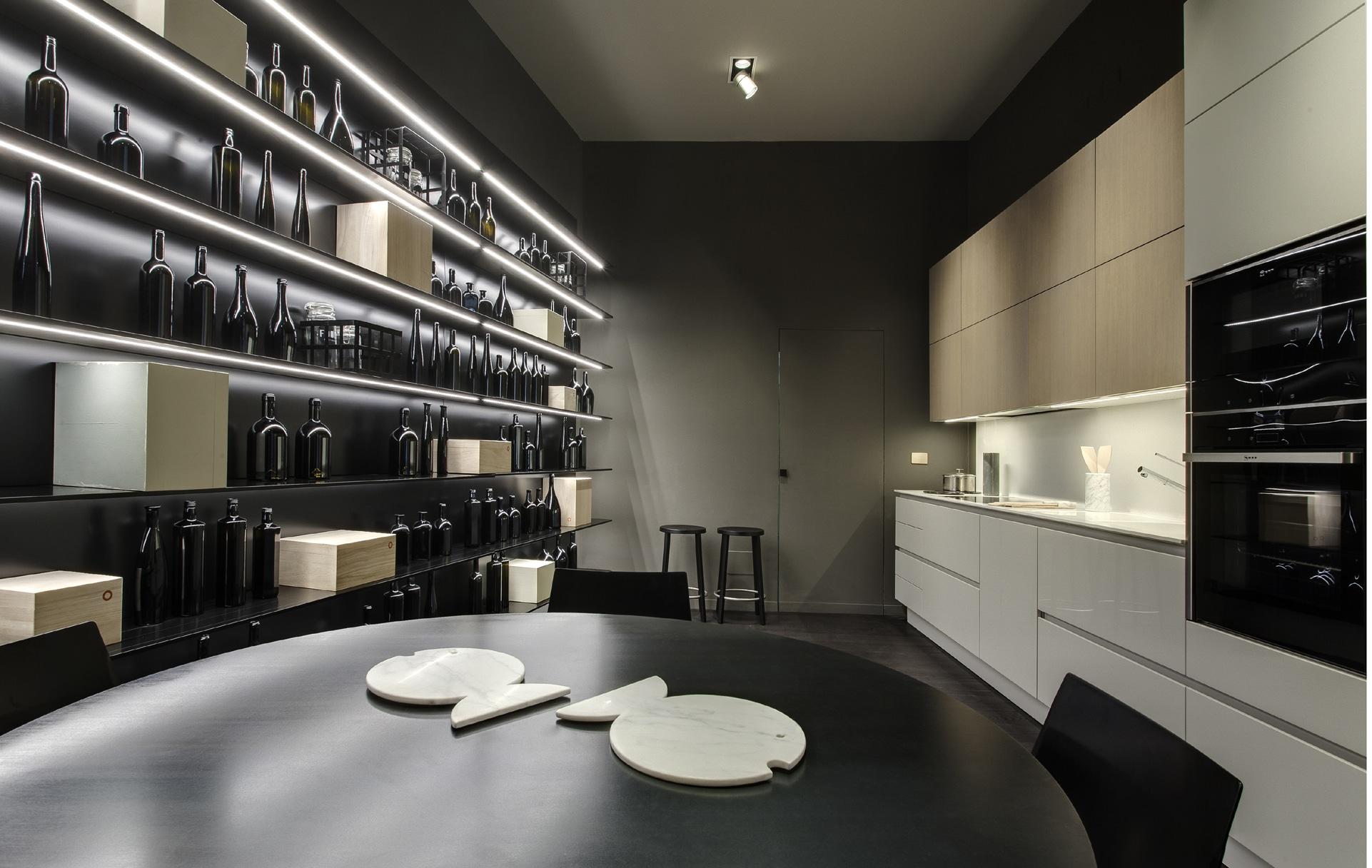 Il nuovo spazio ernestomeda a milano interni magazine for Misura arredamenti milano