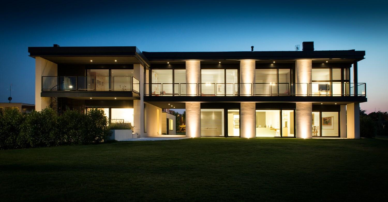 luce e vetro con secco sistemi per una villa residenziale