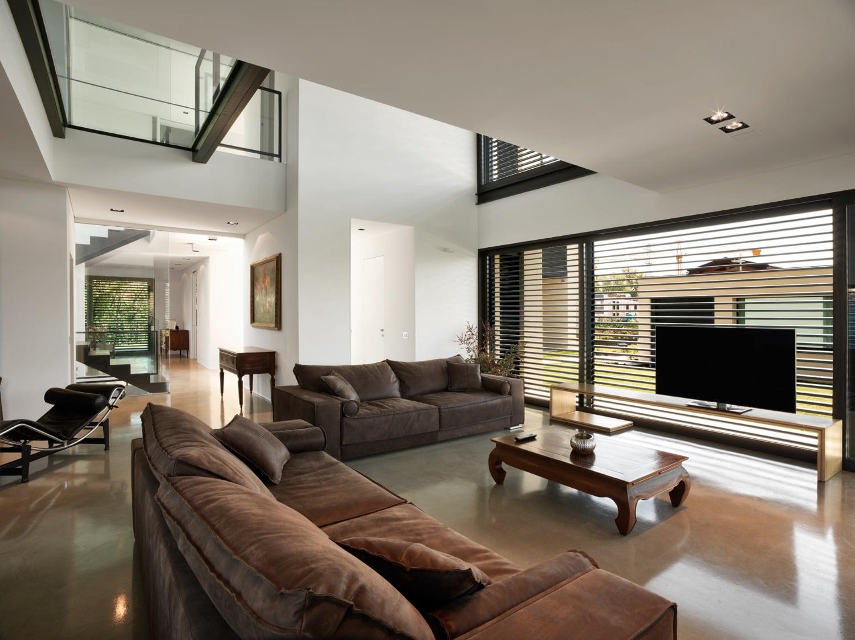 Luce e vetro con secco sistemi per una villa residenziale presso