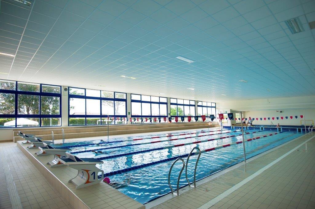 Piscine castiglione myrtha pools per il centro natatorio - Piscina calusco d adda ...