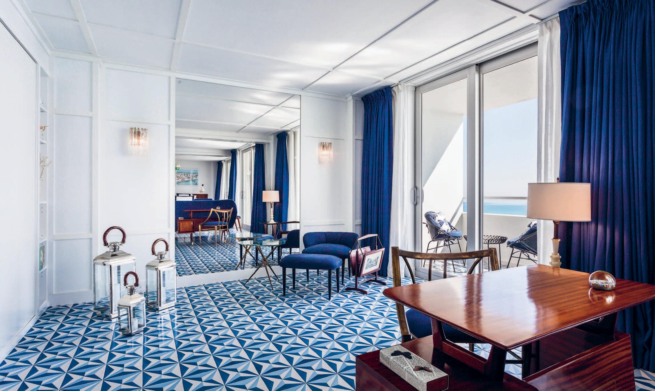 Nel blu dipinto di blu interni magazine - Mobile bar da appartamento ...