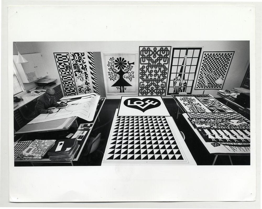 Alexander girard a designer s universe interni magazine for Carlo scarpa biografia