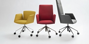 Tecno: famiglia di sedute Vela, design Lievore Altherr Molina, per una ricerca che risulta in un prodotto elegante, leggero, tecnologico e solido integrando in modo brillante ergonomia ed estetica