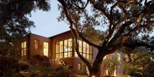 La villa tra gli alberi, Sonoma county, California. Progetto: Ken Linstead Architects. Sistema: OS2 acciaio zincato patinato nero