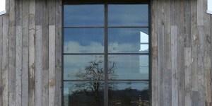 L'architettura reintrepreta il fienile, St Helena, Sonoma county, California. Progetto: Field Architecture. Sistema: OS2 acciaio zincato patinato nero