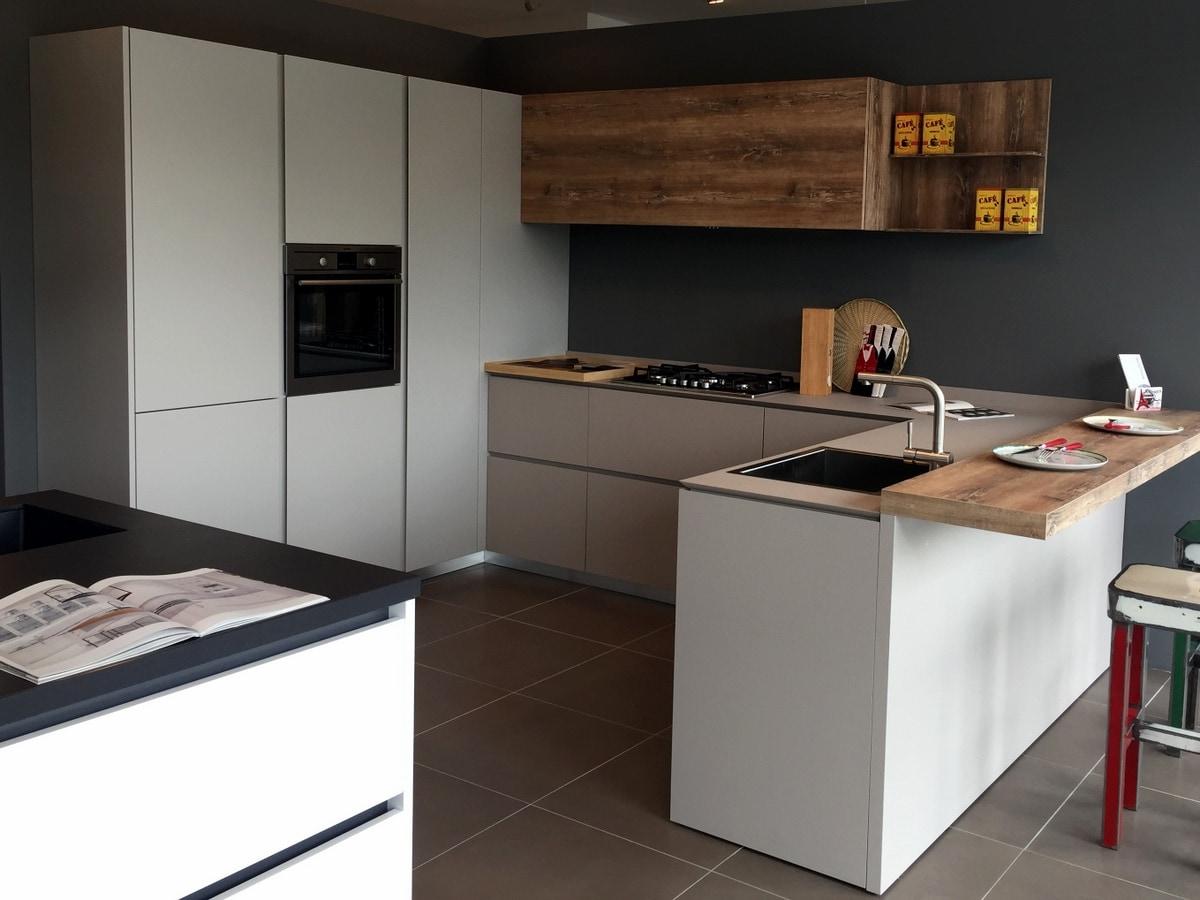 Nuovi showroom per aster cucine interni magazine for Arredo bagno cesena