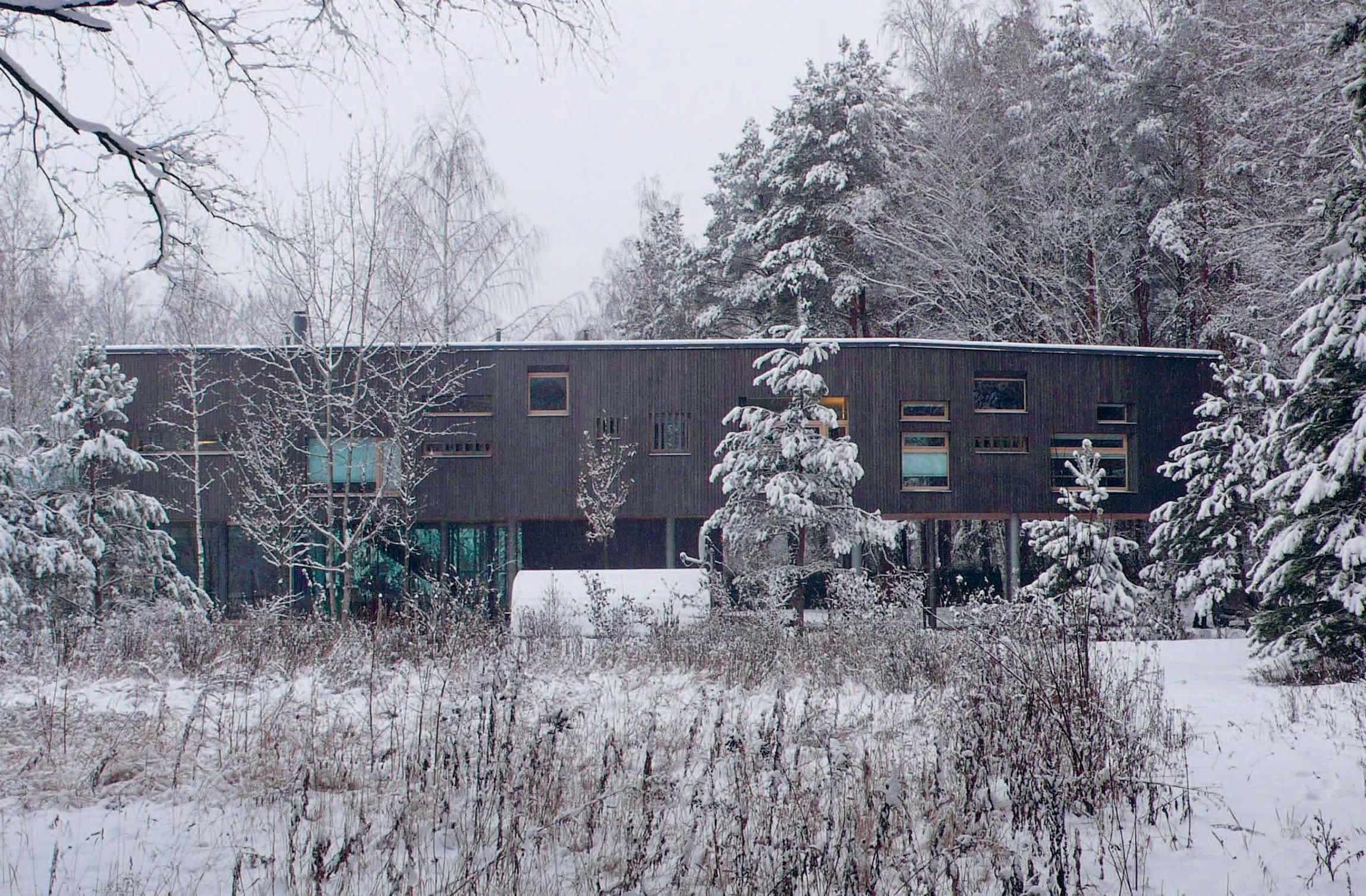 La villa in versione invernale la struttura interamente prefabbricata è stata realizzata dallazienda italiana woodbeton