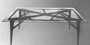 Ico Parisi, tavolo in palissandro con piano in cristallo, 1948. Esecuzione: ArteCasa, Cantù per La Ruota. Courtesy Archivio del Design di Ico Parisi, Como