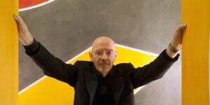 Mario Bellini. Sullo sfondo una sua opera di David Tremlett (Foto Davide Pizzigoni)