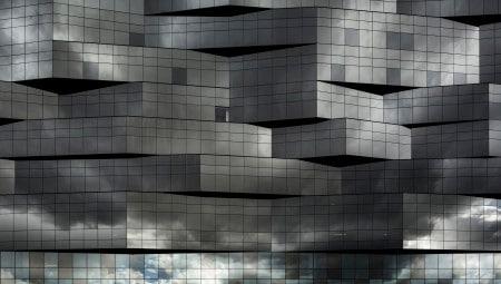 Dettaglio dell'andamento tridimensionale del rivestimento vetrato di Stahlbau Pichler (fronte verso i binari ferroviari) della nuova sede romana BNL-BNP Paribas.