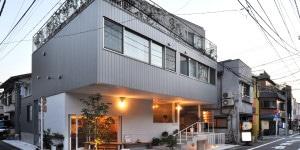 13_Apartments with a Small Restaurant_Tokio_2014_Naka Architects'_Studio_c_Naka Architects' Studio