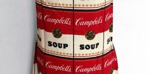 Andy Warhol, Campbell's Soup Dress, 1968. Stampa su cotone e cellulosa, h 95 cm. Collezione Rosini-Gutman