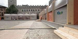 """Pavilion: il montaggio è a incastro e i vari moduli sono giuntati da una serie di """"grandi archi""""."""
