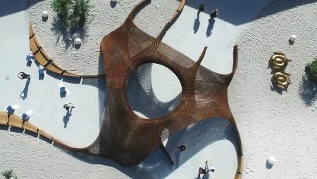 Una suggestiva veduta aerea del padiglione 'Flotsam&Jetsam' ralizzato nella capitale della Florida in occasione della Design Miami: si è aggiudicato il Design Visionary Award.