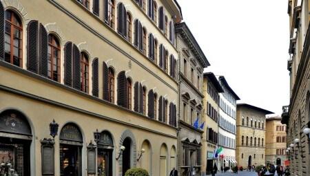 Facciata esterna dell'edificio storico della sede dell'Istituto Marangoni di Firenze. Luciano Busani Photography