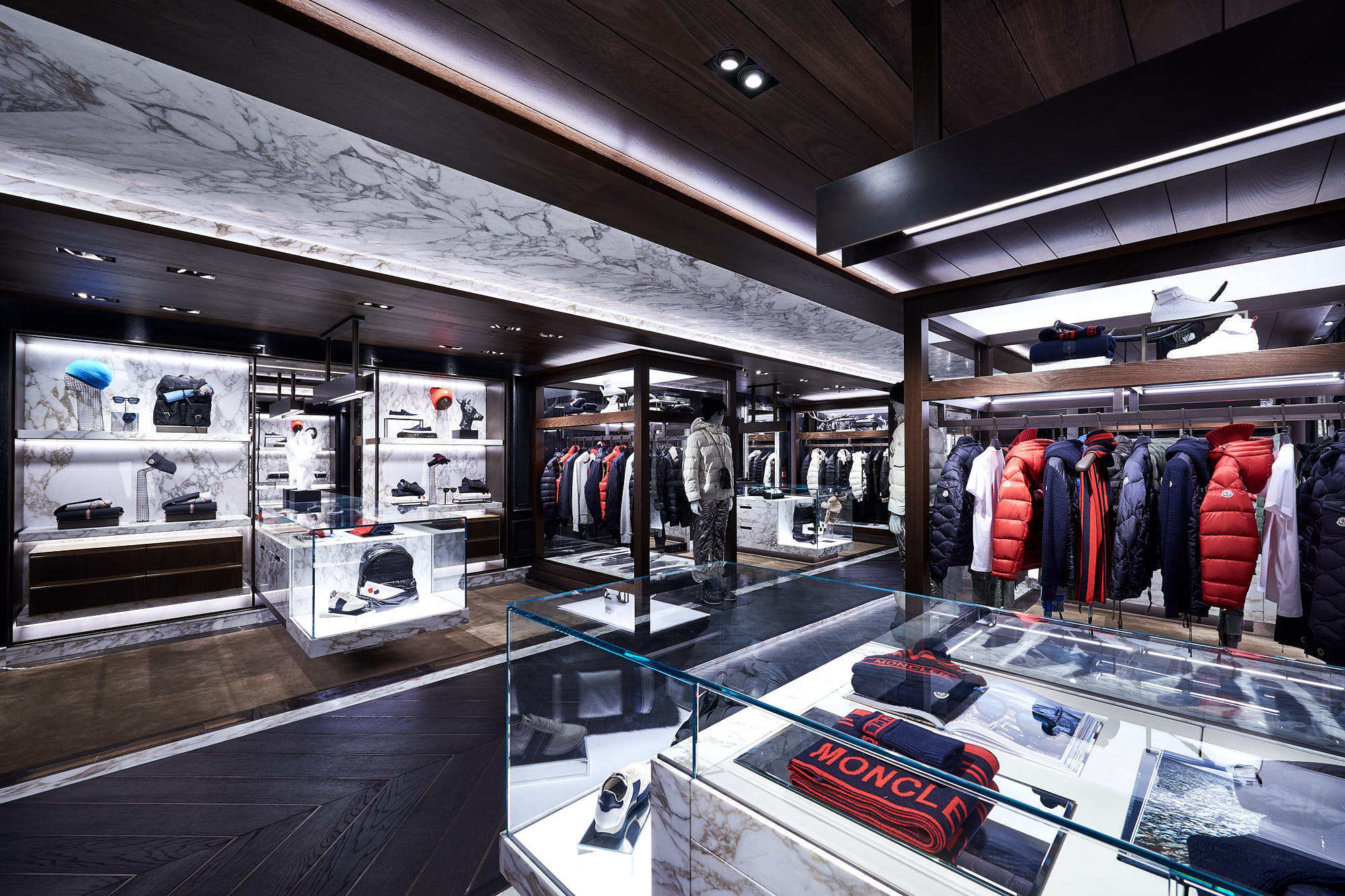 Moncler flagship store hong kong harbour city 4 for Showroom moncler milano