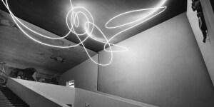 Lucio Fontana Struttura al neon per la IX Triennale di Milano, 1951 Tubo di cristallo con neon bianco © Fondazione Lucio Fontana