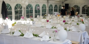 Una immagine della Dinner-Award, organizzata in una abitazione privata a Copenhagen, durante la gli ospiti del premio hanno potuto gustare una cena vegana preparata dai designer (vincitori e finalisti) seguendo le pratiche sostenibili di cui la cucina danese è sicuramente una delle maggiori interprete al mondo.
