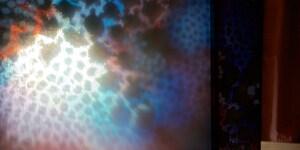 """""""Corallo Celeste"""" [luce immateriale], collezione Underwater, Design by Alessandro Vinci - mutaforma. Pannello retroilluminato: picotessere TILLA® decorate in foglia di argento puro e perlacea applicate su lastra di vetro stratificato extrachiaro. Dim. 259 x 115 cm"""