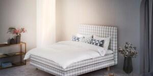 Il letto Tribute, special edition con un nuovo esclusivo tessuto jacquard Taupe check creata per il 165º anniversario.