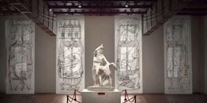 """Gruppo scultoreo del Galata suicida e pannelli """"Follia pratica"""" di Fornasetti, Museo Nazionale Romano-Palazzo Altemps ©Electa ph S. Castellani"""