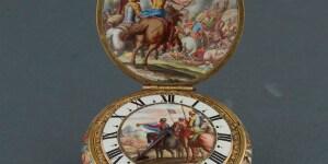 Orologio da persona, Jacques Goullons (?-1671), Parigi, Robert Vauquer (1625-1670), pittore su smalto, Blois Oro, smalto, ottone dorato, 1650-1660, inv. 5909 © Milano, Museo Poldi Pezzoli