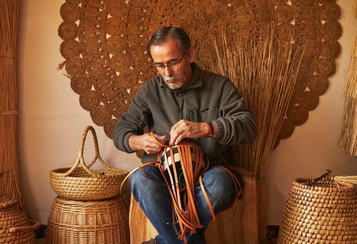 01 LOEWE Baskets_Salone del Moblie 2019_Spanish artisan Alvaro Leido