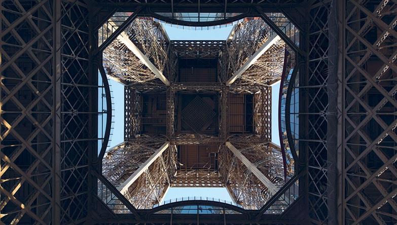Parigi, i nuovi padiglioni 'obliqui' della Tour Eiffel
