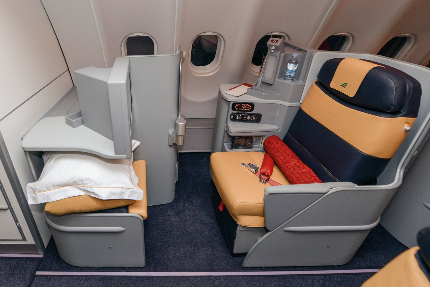 Poltrona Frau conquista il lusso d'alta quota e vola con Alitalia