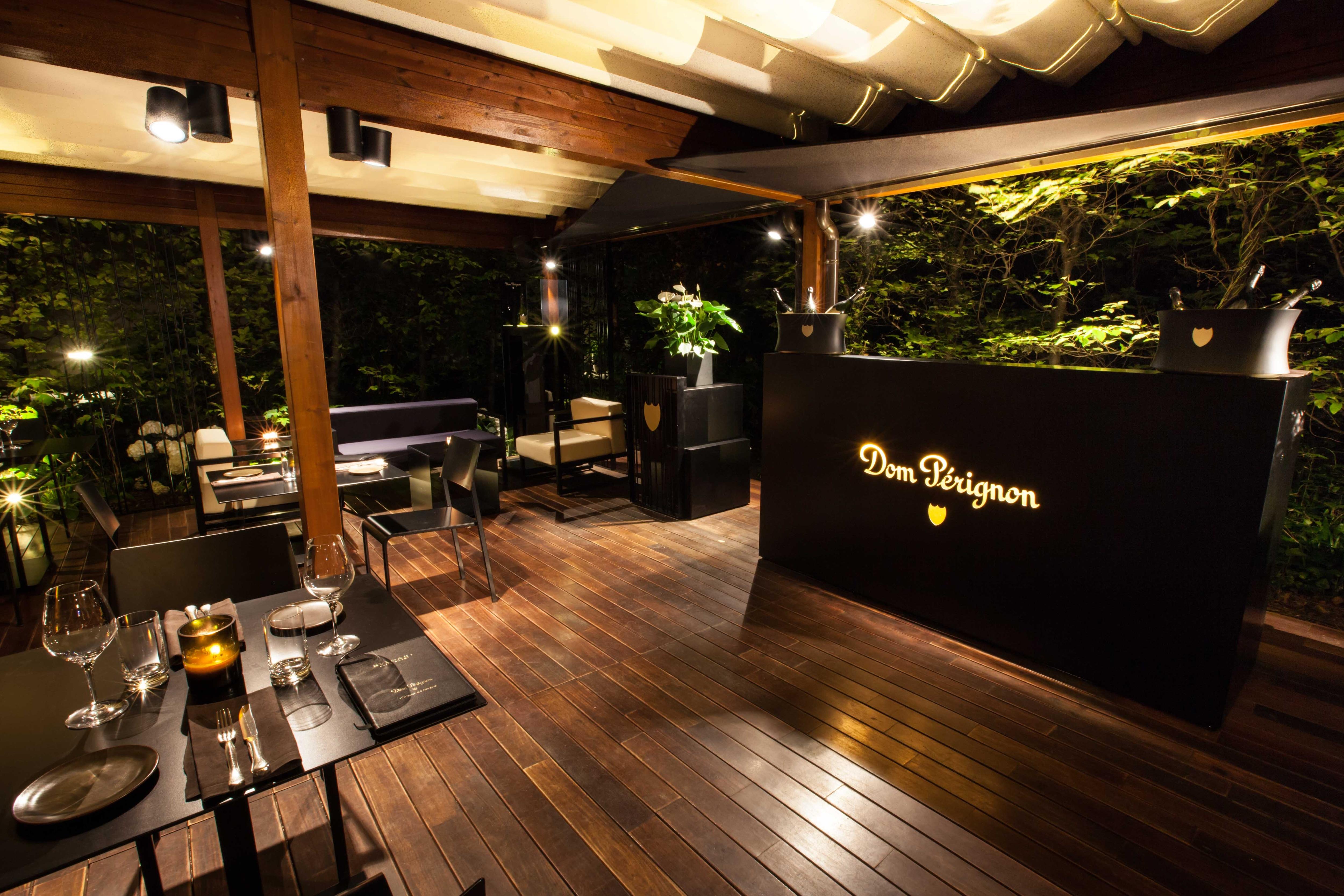 Dom Pérignon Lounge & Raw Bar nel giardino dell'Hotel Bulgari