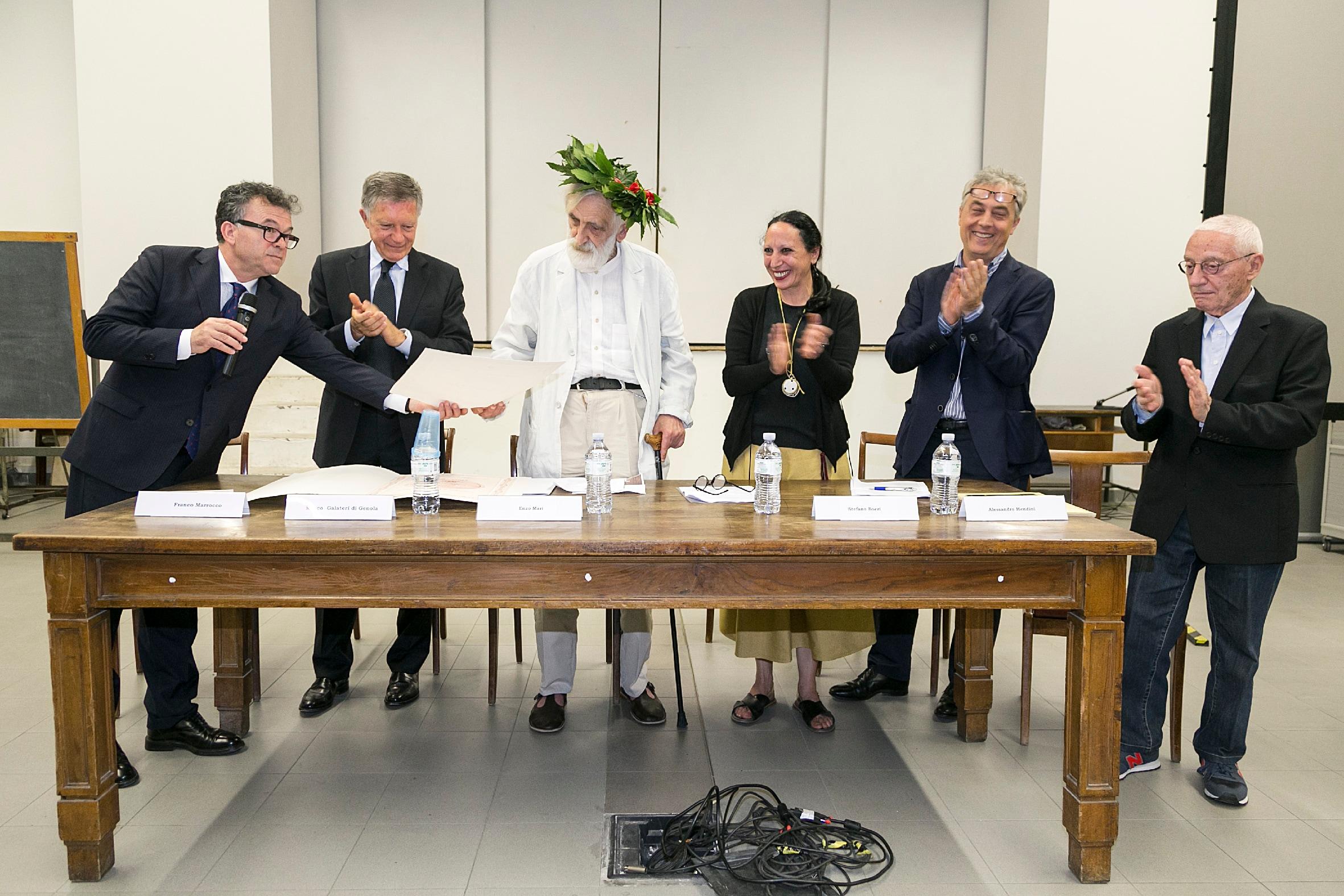 Diploma Accademico Honoris Causa ad Enzo Mari