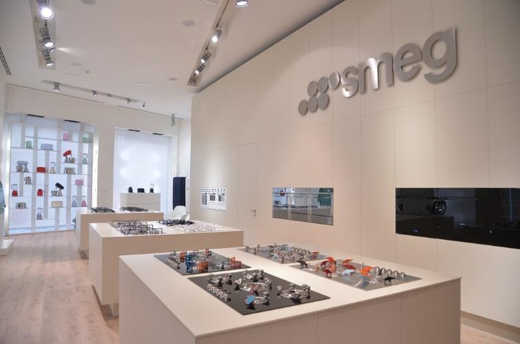 In scena. Lezioni, racconti, invenzioni tra cibo e design nel nuovo Store Smeg a Milano