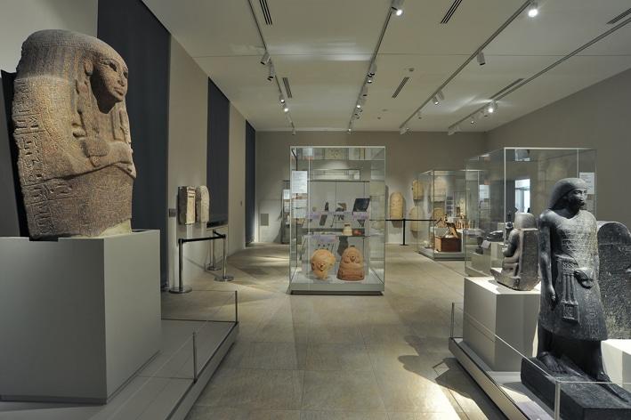 Total look firmato Keope per il Museo Egizio