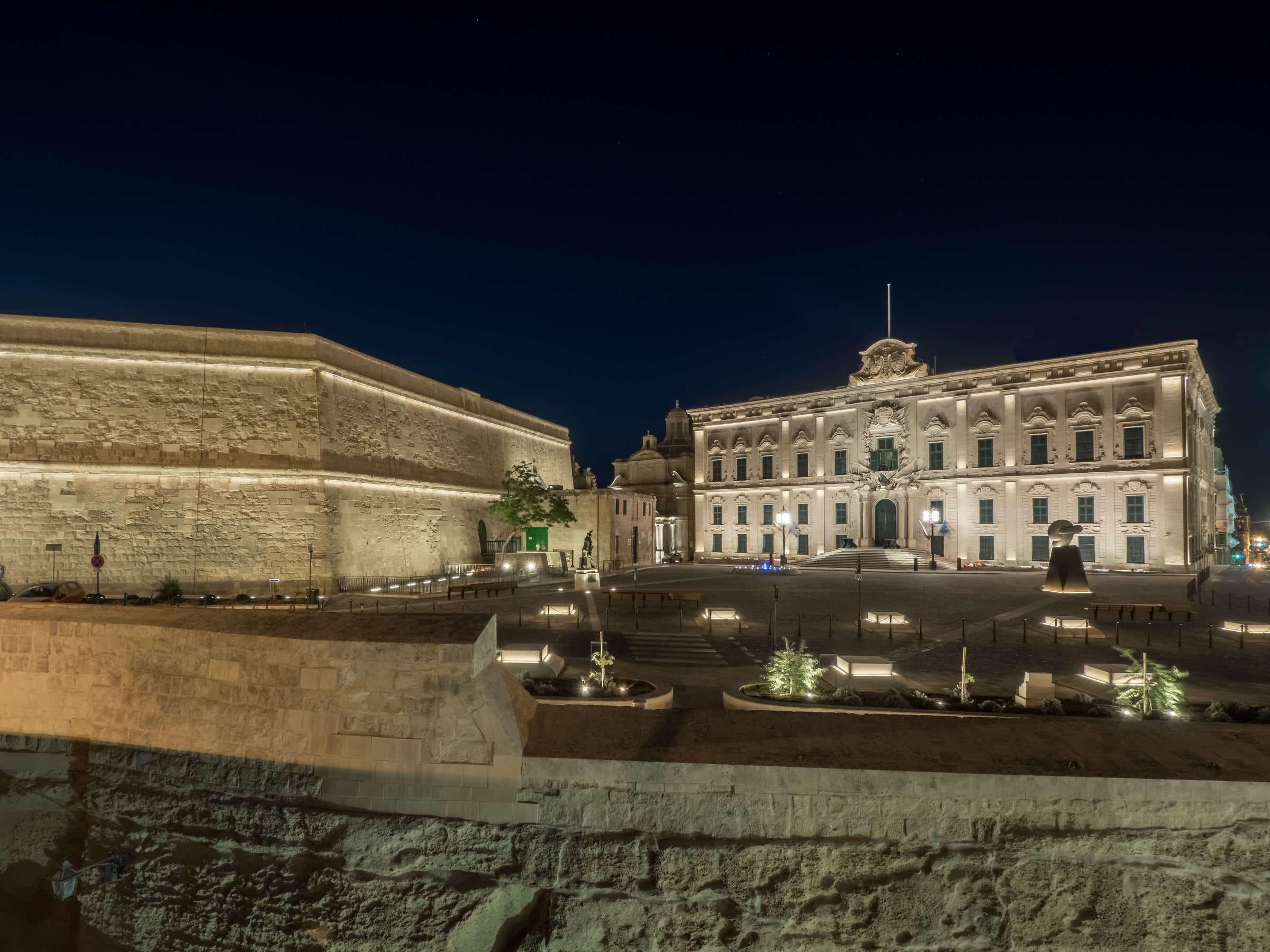 B Light per piazza Castille a La Valletta