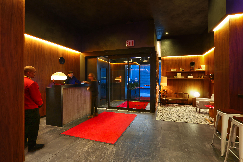WallPepper, Baudelaire e Broadway in un albergo di New York