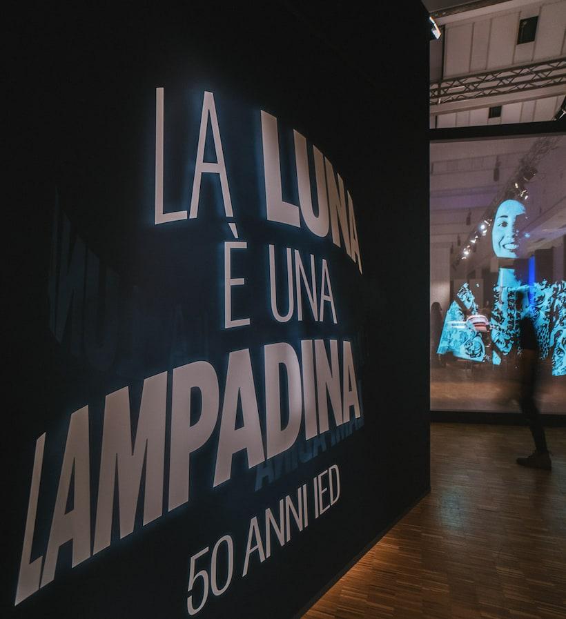La luna è una lampadina. 50 anni IED