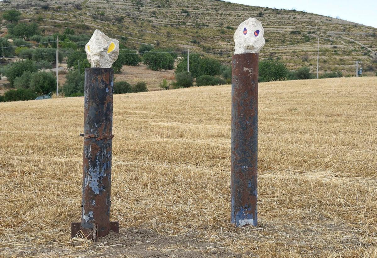 59. Monica Cuoghi e Claudio Corsello, 2 teste, 2018, Tubo di ferro e pietra tufacea di Noto 2