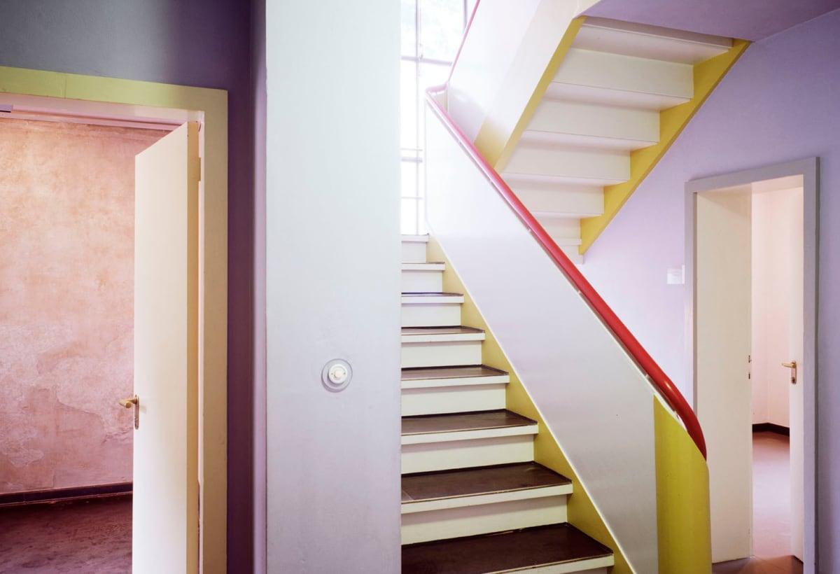 6_Foto Hans Engels_Masters Houses Interior, Klee + Kandinsky, Dessau, 1925 by Walter Gropius