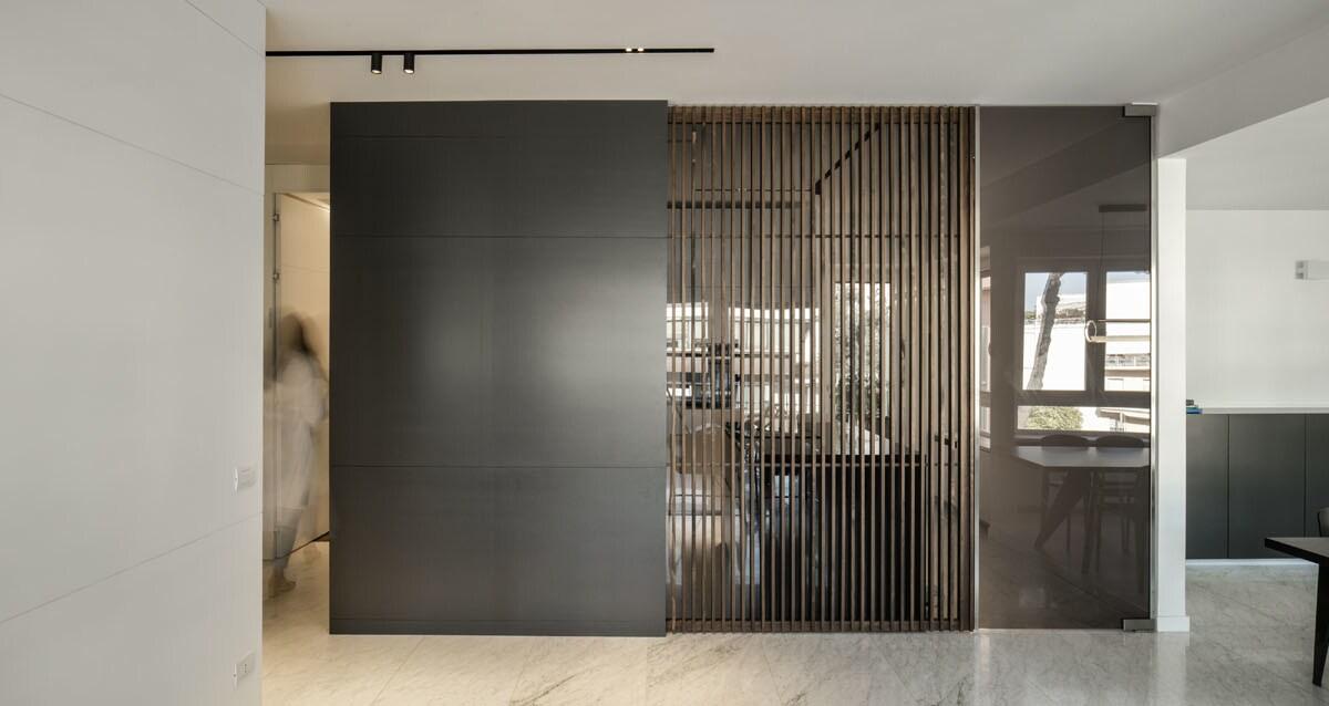 _Un sistema di pareti mobili può schermare completamente l'ambiente cucina dalla zona giorno