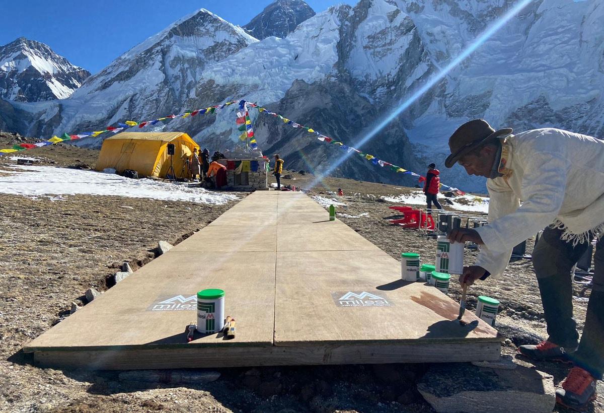 Mt Everest Fashion Runway_campo base di Kala Patthar_passerella