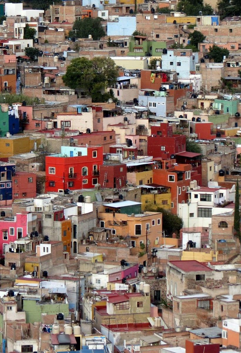 Per imparare un nuovo modo di progettare le città, guardiamo agli slums