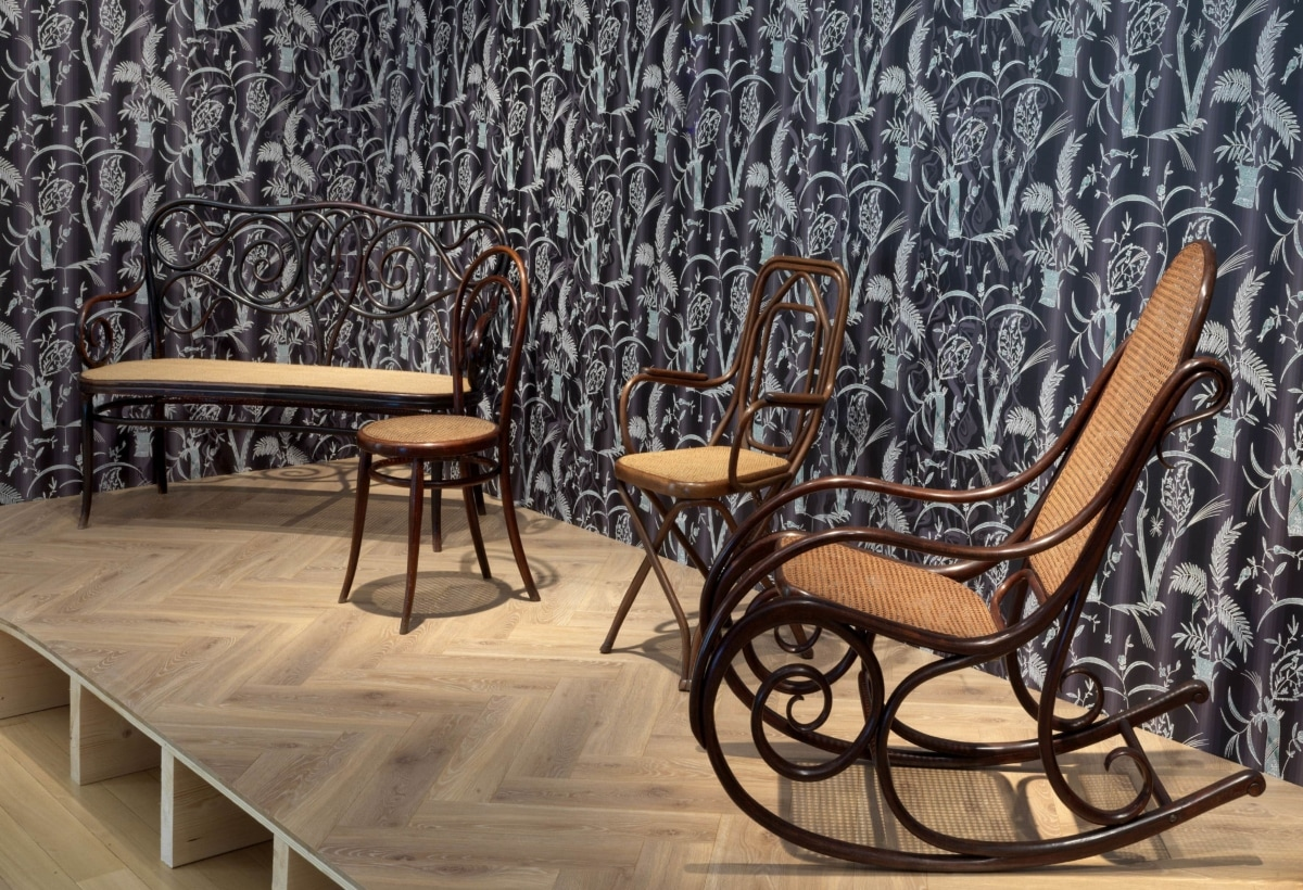 Stedelijk_Museum_From_Thonet_to_Dutch_Design_installation_view_02-min
