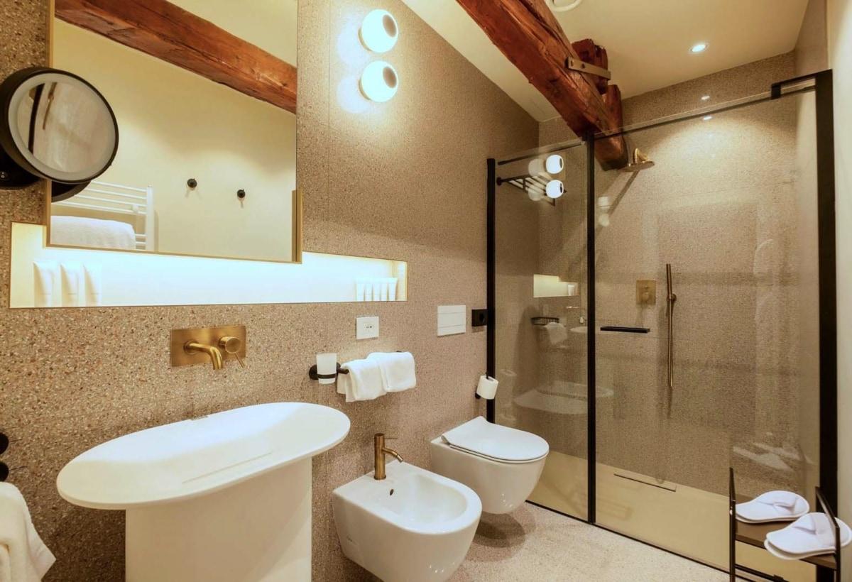 01_Bath_Classic Room1