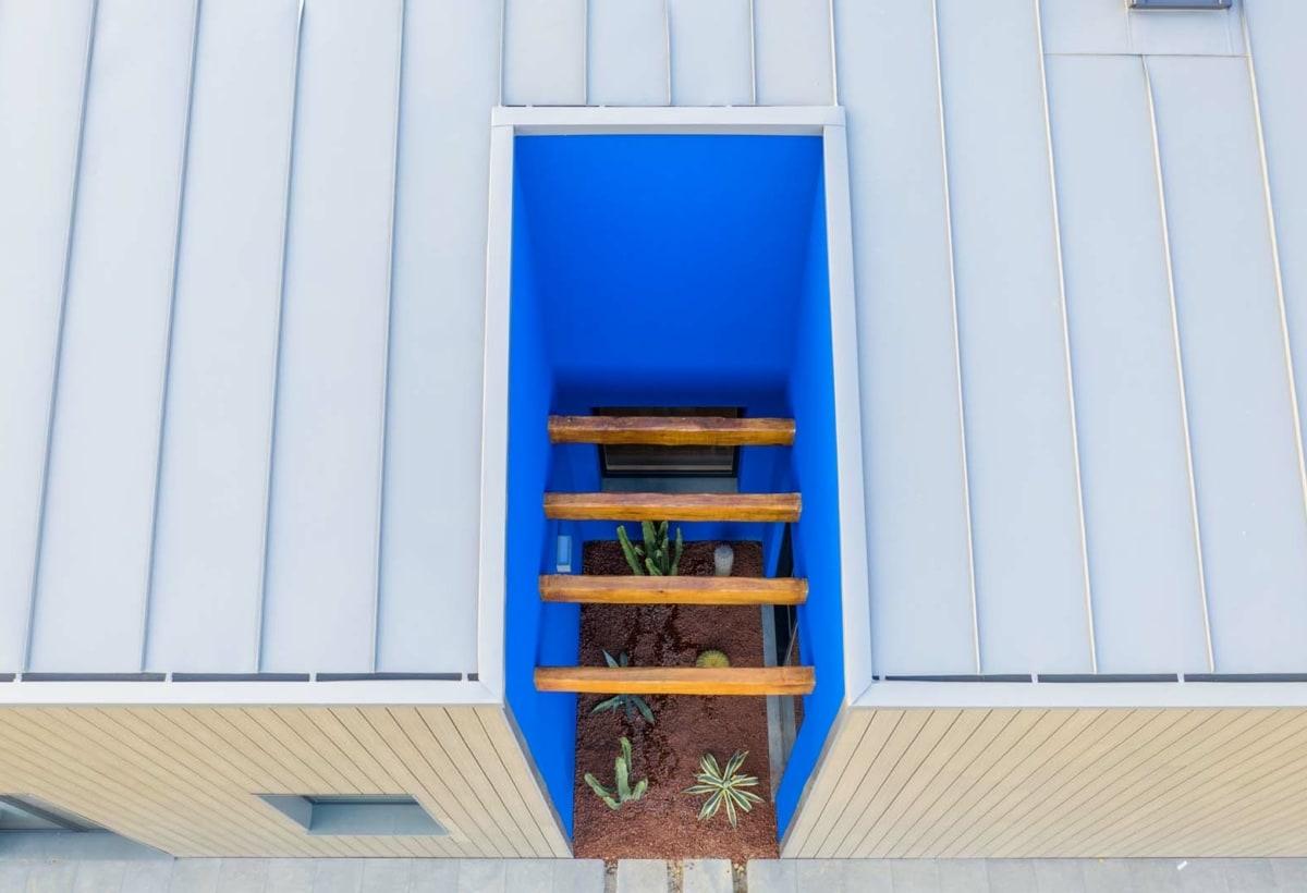 foto dall alto-corte-blu-tetto