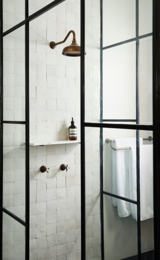 Bathroom 2 photo Pablo Veiga