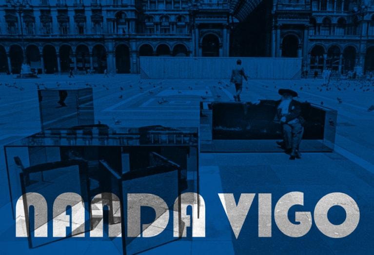 Nanda Vigo, Collezione TOP, Il poeta Tavola, Milano 1970 Foto di Laura Salvati © Archivio Nanda Vigo
